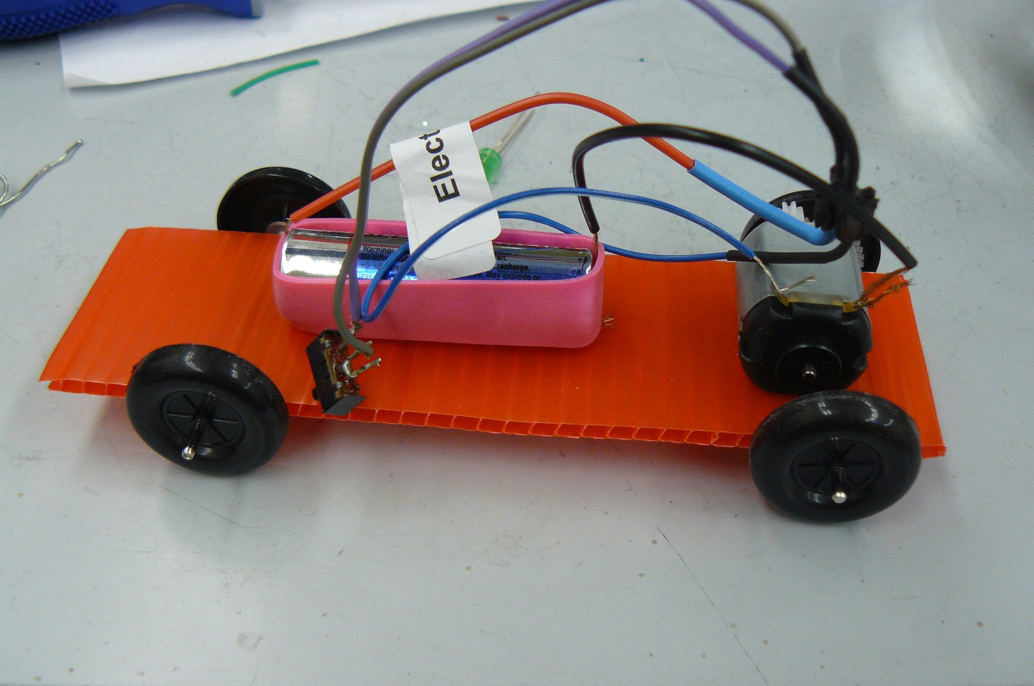 Rough prototype of a miniature car powered by a AA battery